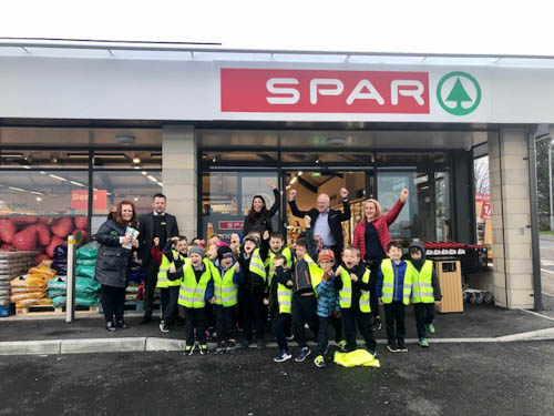 P3 Class from Jonesborough Primary School pictured with (l-r) their teacher Mrs McCourt, Ciaran Murtagh (Store Manager Mulkerns Spar Jonesborough), Kelly McKeown (Store Manager Mulkerns Eurospar Cloughoge), Terry Mulkerns (Owner), Teaching Assistant Donna Murphy.