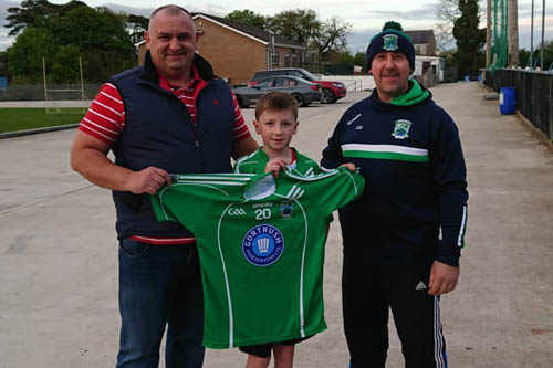 Garreth O'Shea (Gortush Food Services) presents Shane O'Neill's U12 footballer Conor Devlin and U12 manager Damien Beattie with a new set of jerseys