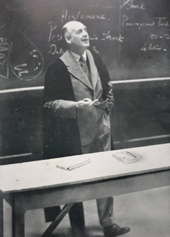 Joseph Barcroft lecturing at Cambridge in 1935. From Joseph Barcroft 1872 – 1947 by Kenneth J. Franklin (Oxford, 1953).