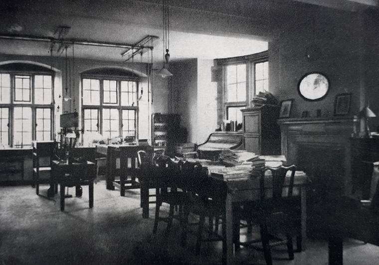 Sir Joseph Barcroft's workroom at the Cambridge Physiological Laboratory in the 1940s.