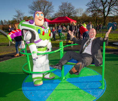 Newry, Mourne and Down District Council Chairperson, Councillor Charlie Casey officially opened the Jim Steen Play Park in Newtownhamilton with the help of the local community group, local councillors, residents and off course, Buzz Light Year.