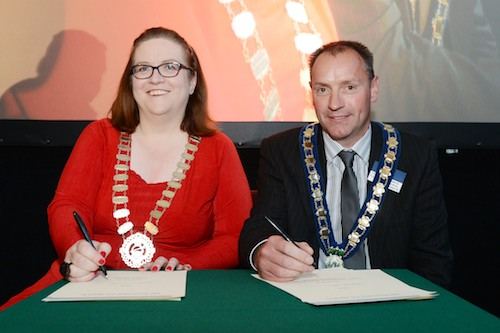 Mayor Mickey Ruane and Niamh McGowan, Chairperson, Meath County Council Signing the Dublin Declaration.