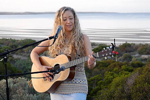 Australian singer/ songwriter Jodi Martin is just one the international performers at the virtual Iúr Cinn Fleadh this month.