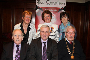 Front: Art Magennis OBE, Vice Chairman, Colin Kavanagh, representing the  The QUAY,S Principal Sponsor of the Festival, Gerry McNulty, Festival Chairman.  Back:  Eileen Mooney, Festival Secretary, Maureen Grant, Publicity/Sponsorship, Christine Farrelly, Treasurer.